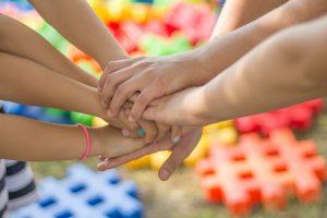 hands-2847508_640