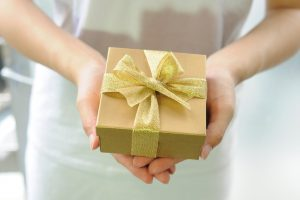gift-box-2458012_960_720